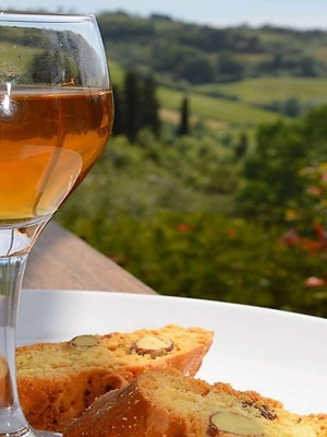vinsanto wine and cantucci biscuits