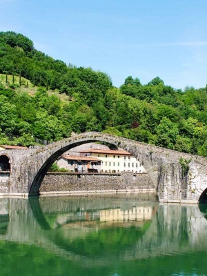 View of the Ponte del Diavolo in Borgo a Mozzano