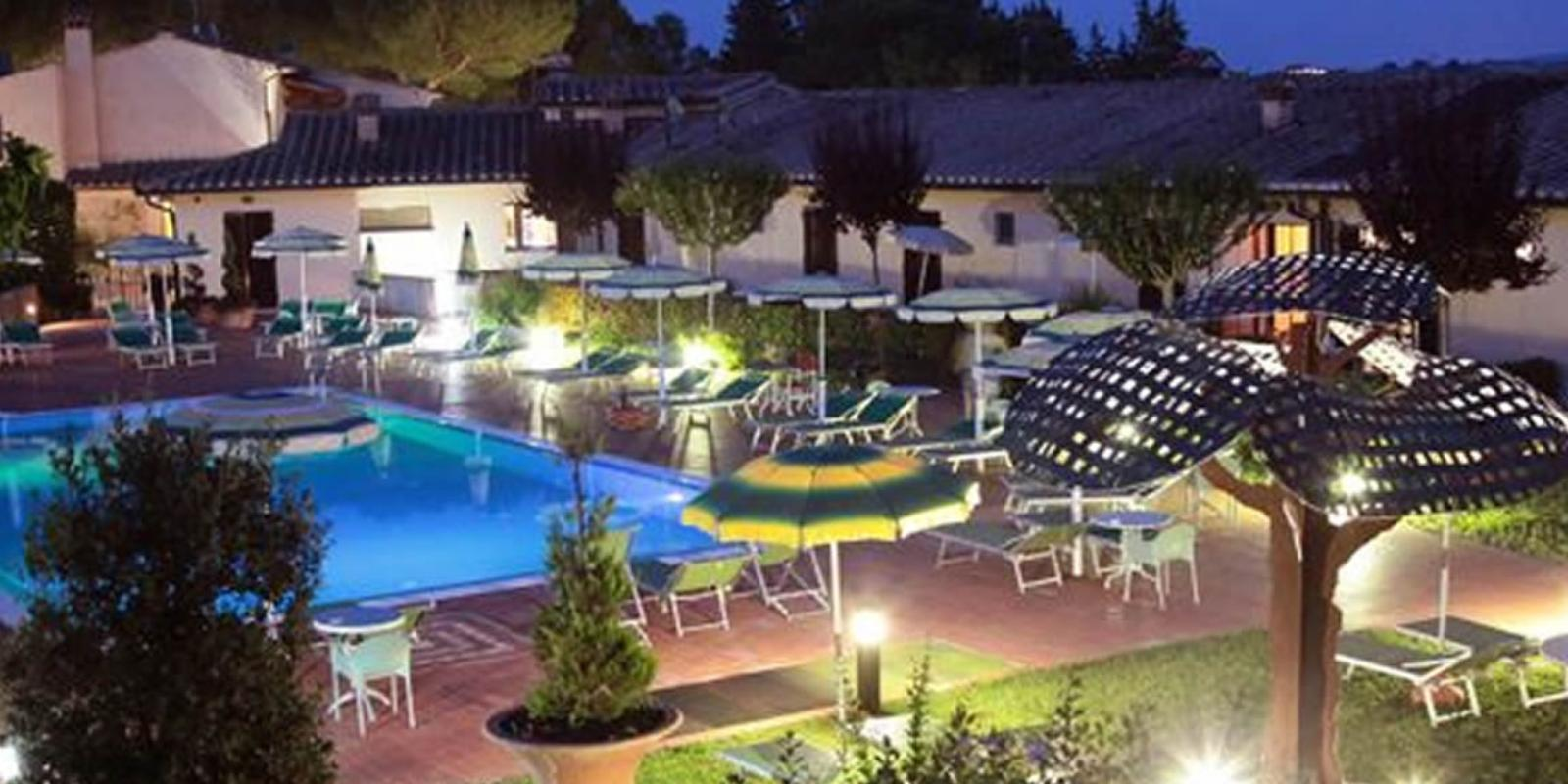Panoramic Hotel Sovestro with swimming pool, hills and surrounding park