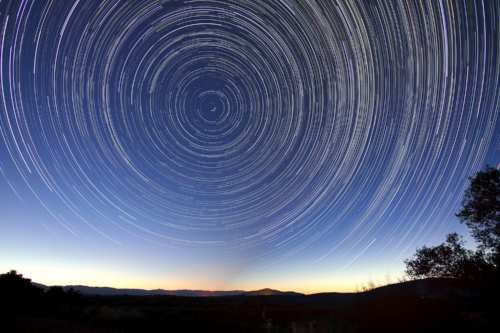 star-trails-828656_1920.jpg