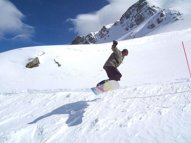 Board jump in Abetone Mountains