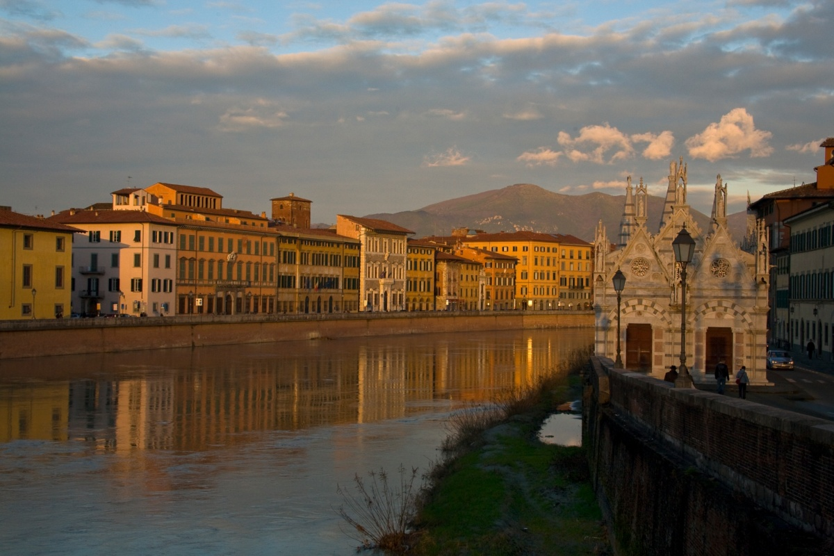 Pisa river and Santa Maria della Spina church