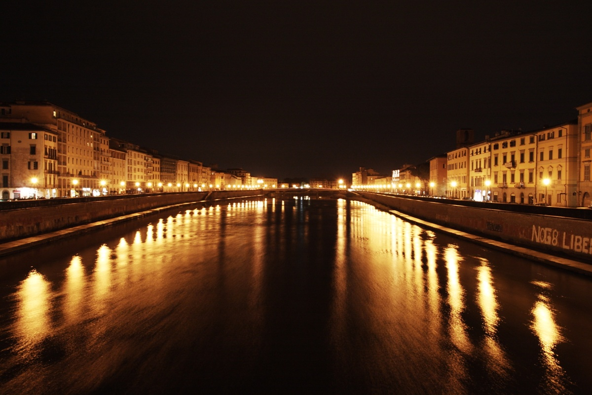 View of Arno river from Ponte di Mezzo