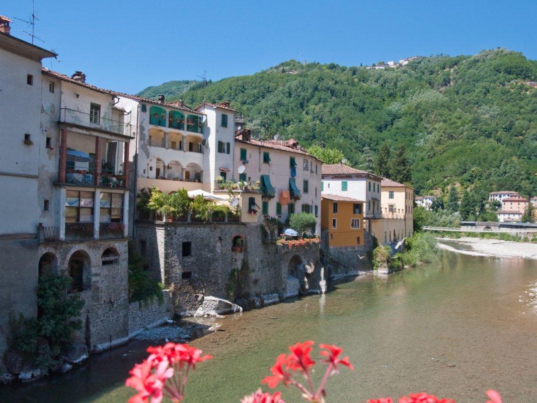 Bagni di lucca visit tuscany for Disegni di ponte a 2 livelli