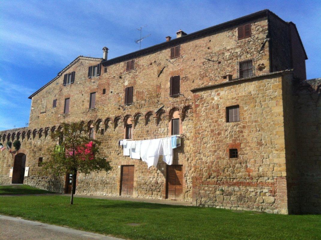 Dentro le mura di buonconvento piccolo borgo nelle crete for Dentro le mura