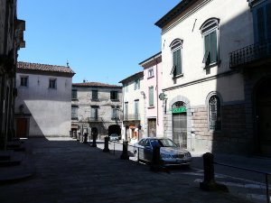 Pieve Fosciana - square in the historical centre