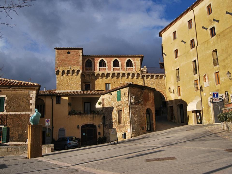 38 charming small towns in tuscany - San casciano dei bagni ...