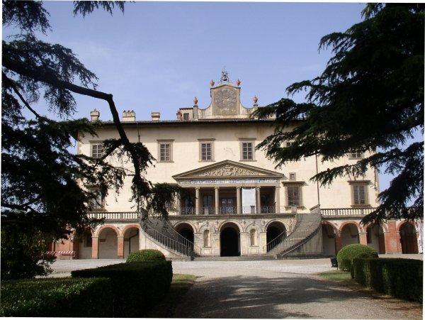 Poggio a caiano visit tuscany for Casa classica villa medici