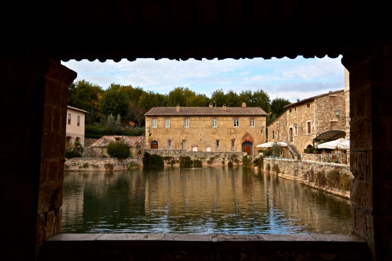 5 cheap and unforgettable day trips from siena visit tuscany - Bagno vignoni siena ...