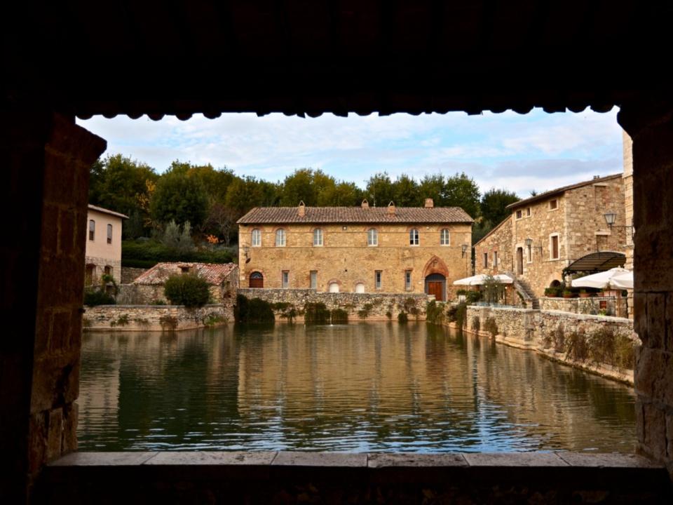 Thermal baths and spa towns in tuscany visit tuscany - Spa bagno vignoni ...