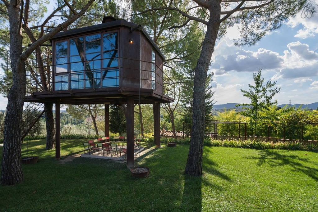 Tree sleeping casette per dormire sugli alberi della toscana