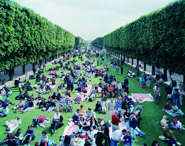[Photo Credits: Massimo Vitali, Pic Nic Allee]