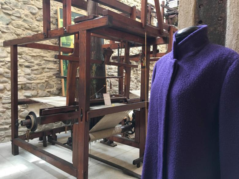 Casentino cloth on a traditional loom