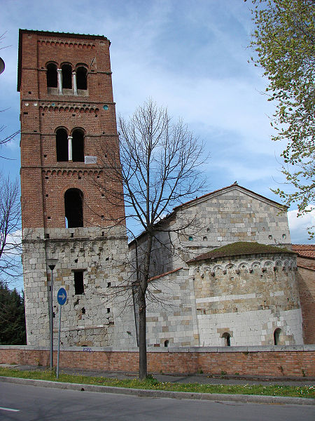 Church of San Michele degli Scalzi in Pisa - Apse and (leaning) bell-tower [Photo Credits: Samuele Manfrin]