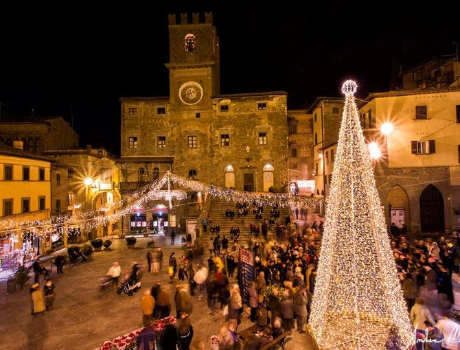 Cortona Square at Christmas