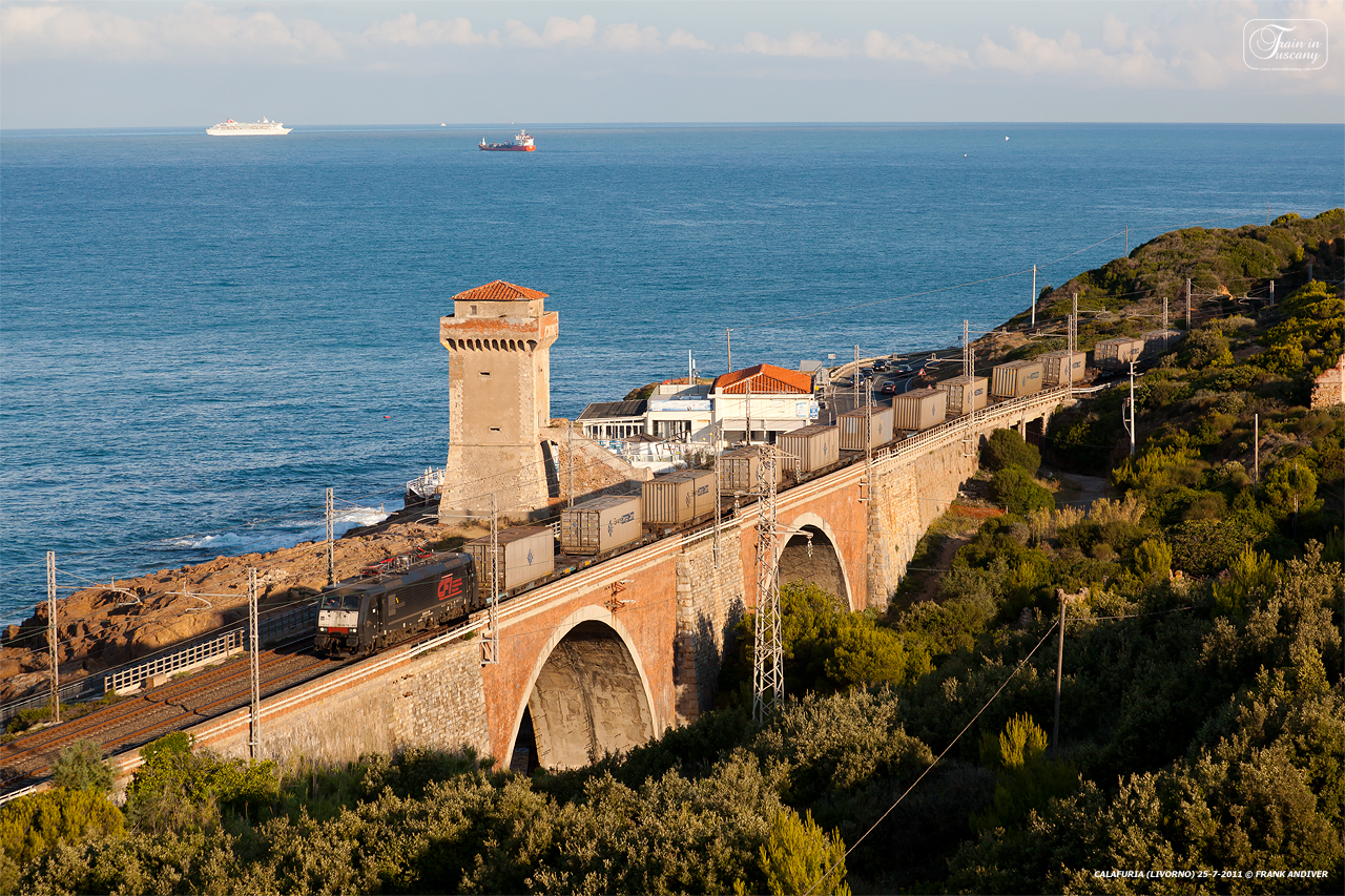 Rail journey along Tuscany's coast [Photo Credits: Frank Andiver]
