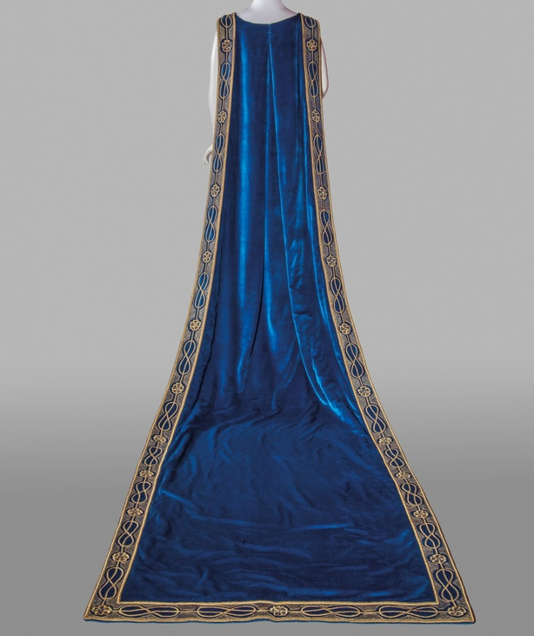 Court cloak of Donna Franca Florio at the Museum of Costume and Fashion