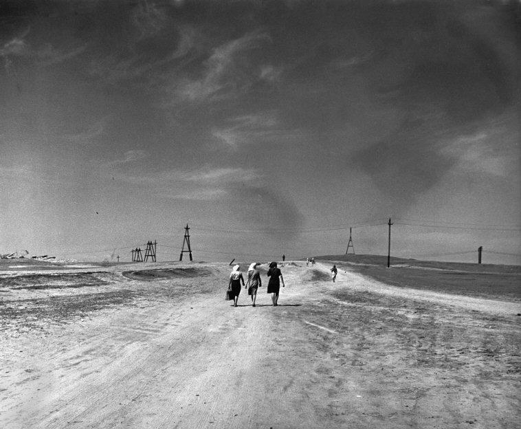 Women walking in a deserted landscape, Stalingrad, 1947 © Robert Capa/International Center of Photography/Magnum Photos