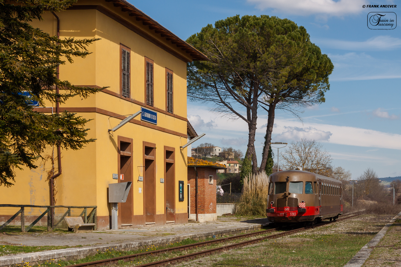 Vintage train in San Giovanni D'Asso [Photo credits: Frank Andiver]