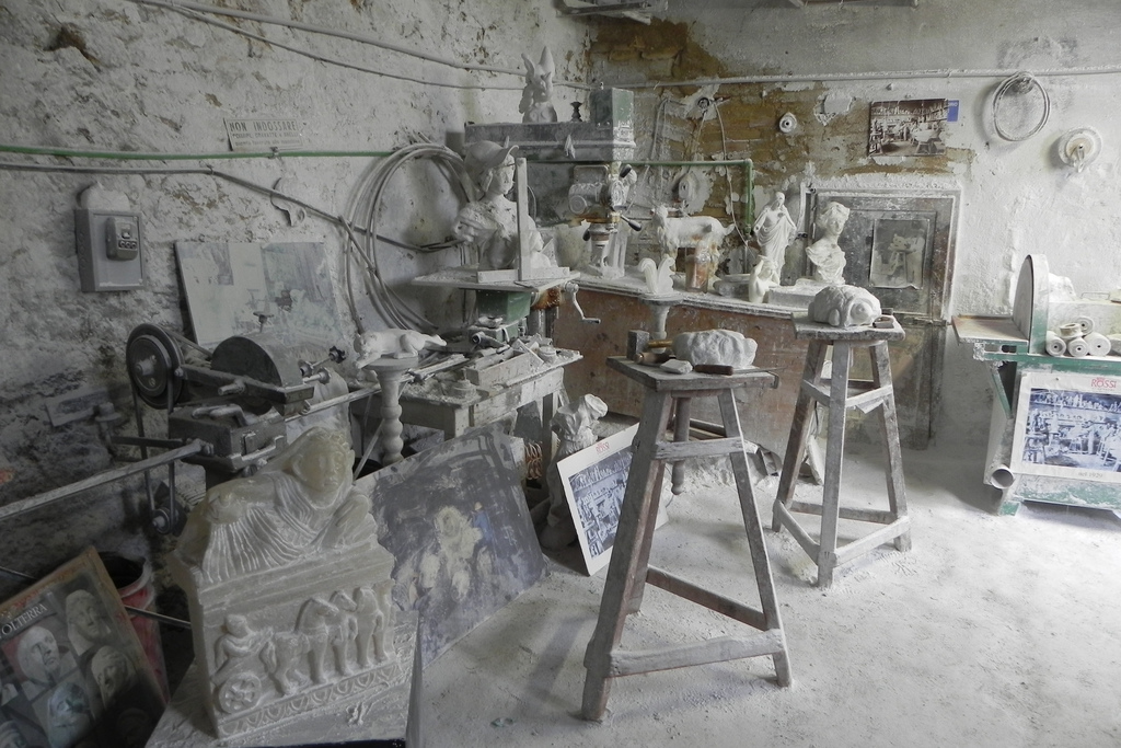 Alabaster workshop [Photo credits: Gabriele Cantini]