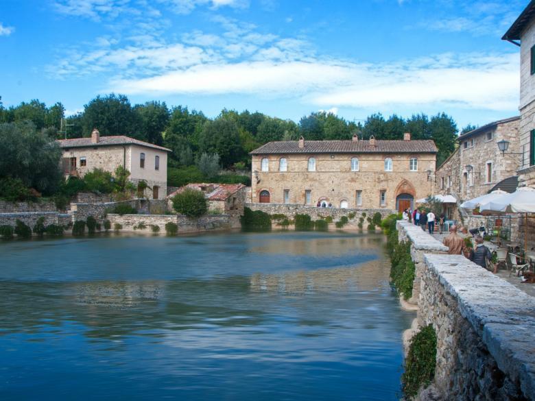 Bagno vignoni: hot springs in val dorcia visit tuscany