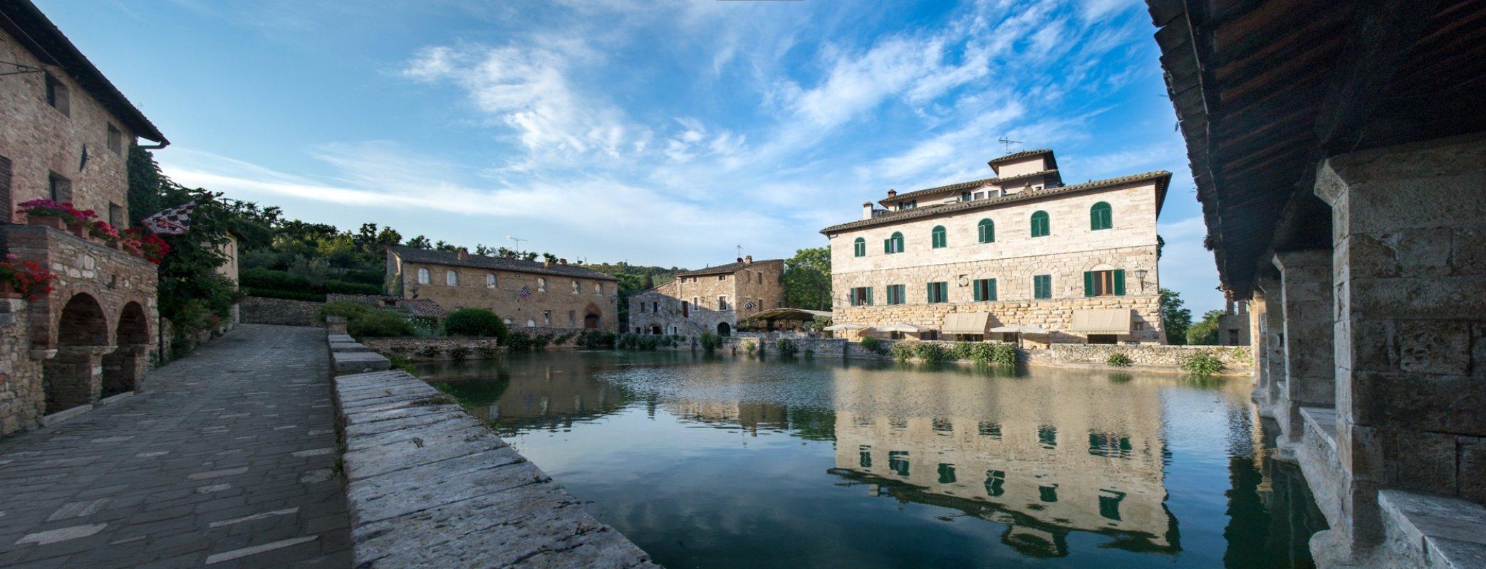 Bagno Vignoni: hot springs in Val D\'Orcia | Visit Tuscany