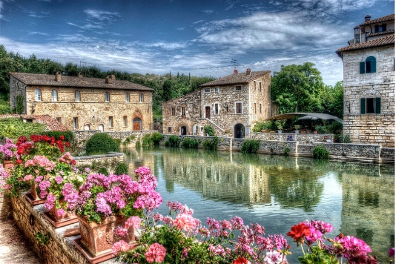 Bagno Vignoni And The Val D Orcia In Tuscany