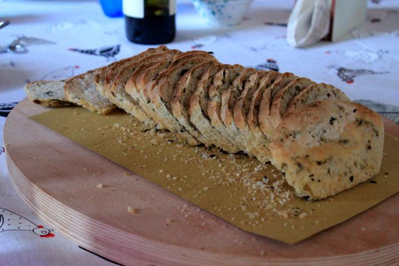 Nuts and herbs bread
