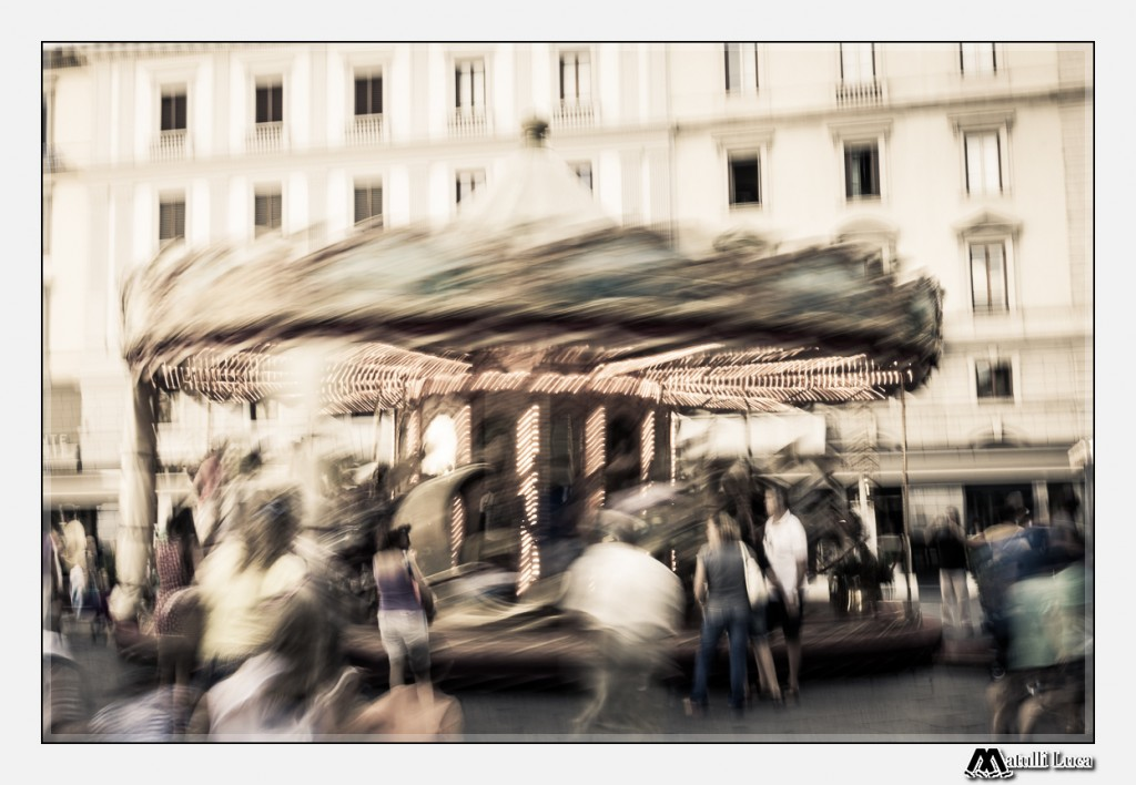 Everything turns around the center of Florence! This is the carousel of Piazza della Repubblica.