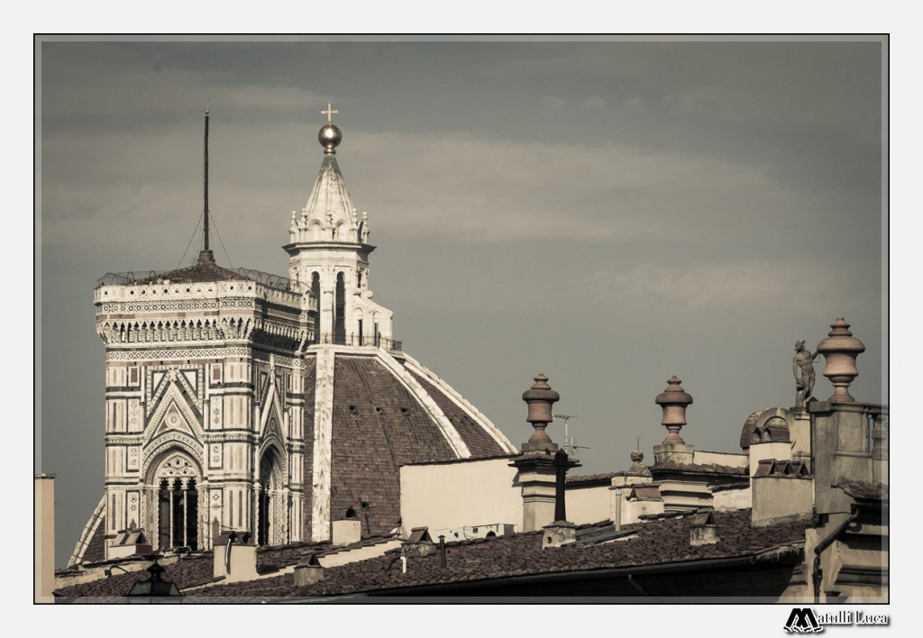 Even the roofs are richly decorated in Florence, worthy of Brunelleschi's Dome and Giotto's Campanile.