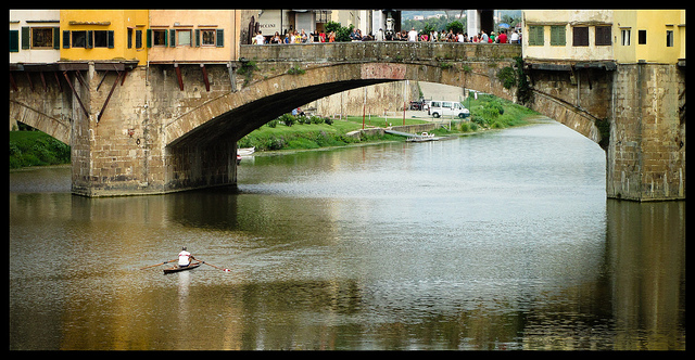 Rowing under the Ponte Vecchio in Florence [Photo Credits: Flavio~]