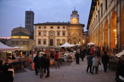 Antiques market by the Palazzo Comunale in Arezzo, Italy