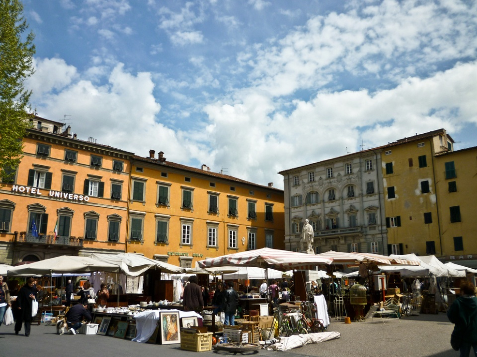 Best antique fairs and flea markets in tuscany visit tuscany for Mercato antiquariato lucca