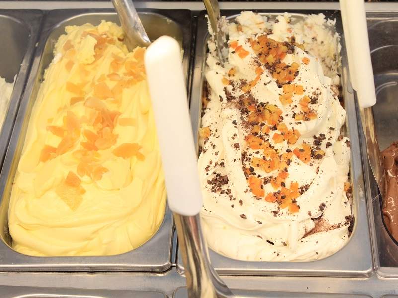 On your right one of the specialties at Gelateria il Triangolo delle Bermuda: sheep ricotta cheese, oranges, honey and cocoa beans [Photo credits Flavia Cori, Tuscany Social Media Team]