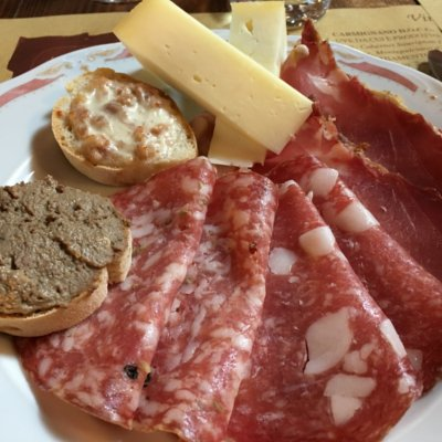 Appetizer with crostini and tuscan salami