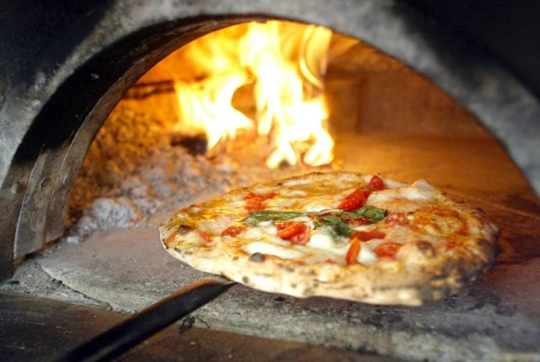 Making Pizza at Forno Giuntini