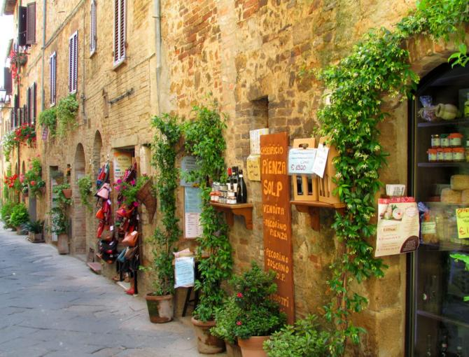 Walking in Pienza