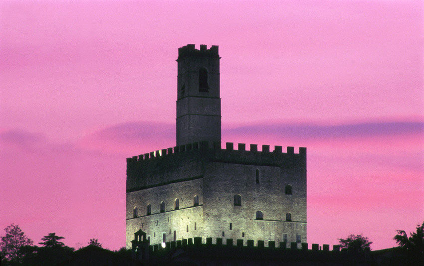 Tramonto al castello [Photo Credits: <a href=