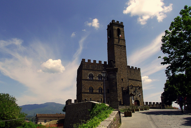 Poppi Castle [Photo Credits: Luca Argalia http://ow.ly/hBQws]