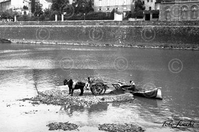 "Florence, 1939. Renaioli or sand digger at the Arno river. The sand extraction was rigorously controlled and each ""renaiolo"" could extract only a cubic meter of sand per day [Archivio Storico Foto Locchi]"