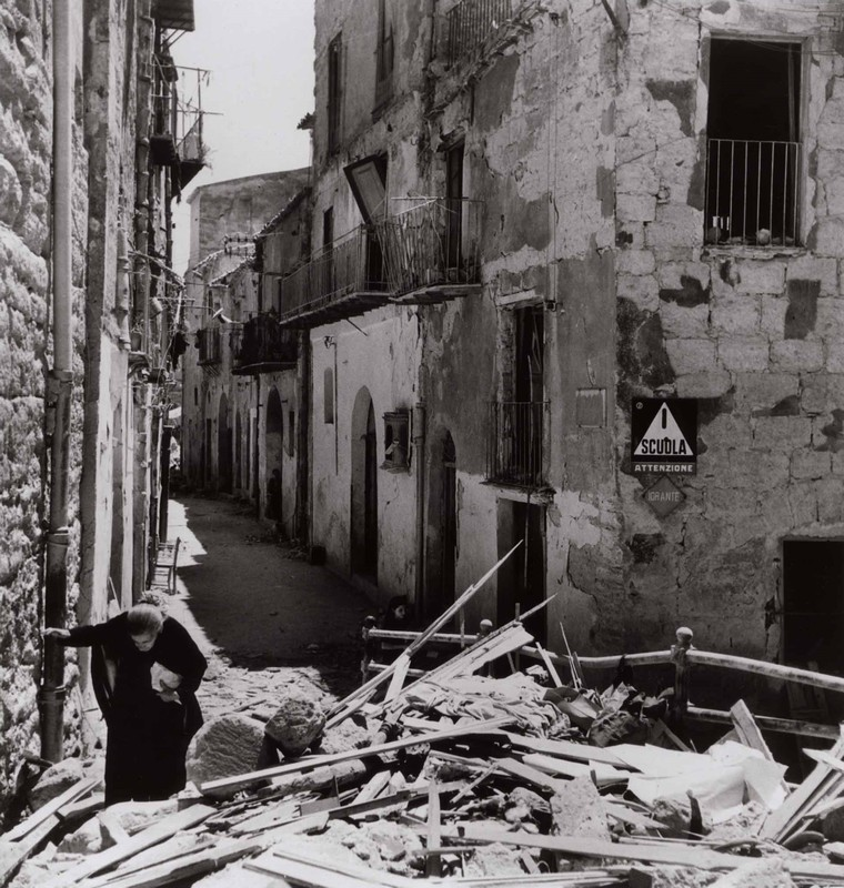 Elderly woman amidst the ruins of Agrigento, 17-18 July 1943. [Photograph by Robert Capa © International Center of Photography/Magnum - Collection of the Hungarian National Museum]