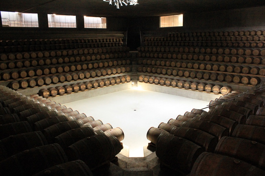 The magnificent barrique cellar and tasting room of Rocca di Frassinello hosts the Melodia del Vino show every year