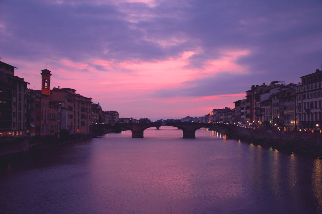 Sunrise in Ponte Vecchio in Florence [Photo Credits: Chris]
