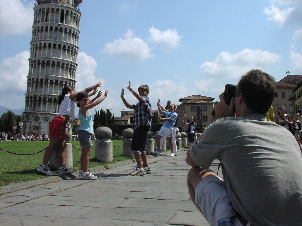 Also children hold up the tower! [Photo Credits: Sébastien Bertrand]