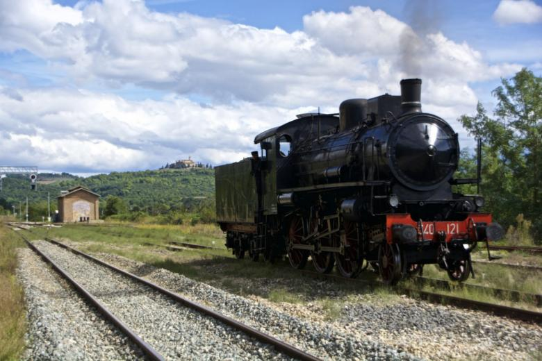 Steam train at the Monte Antico historical station