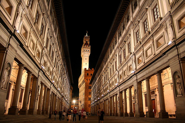 Uffizi by night [Photo Credits: Chris Wee]