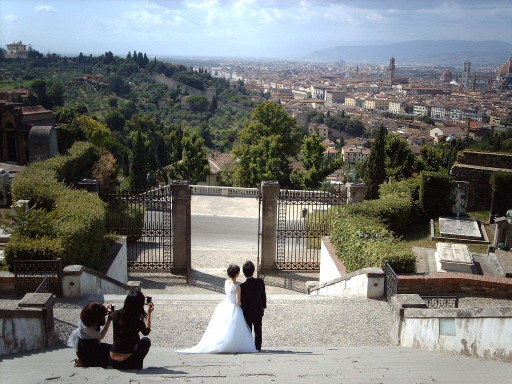 Wedding in Florence's gardens [Photo Credits: hugovk]