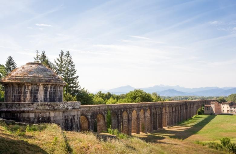Una delle cisterne dedicate alla raccolta e decantazione delle acque, cui il Nottolini diede la forma di eleganti tempietti in stile neoclassico
