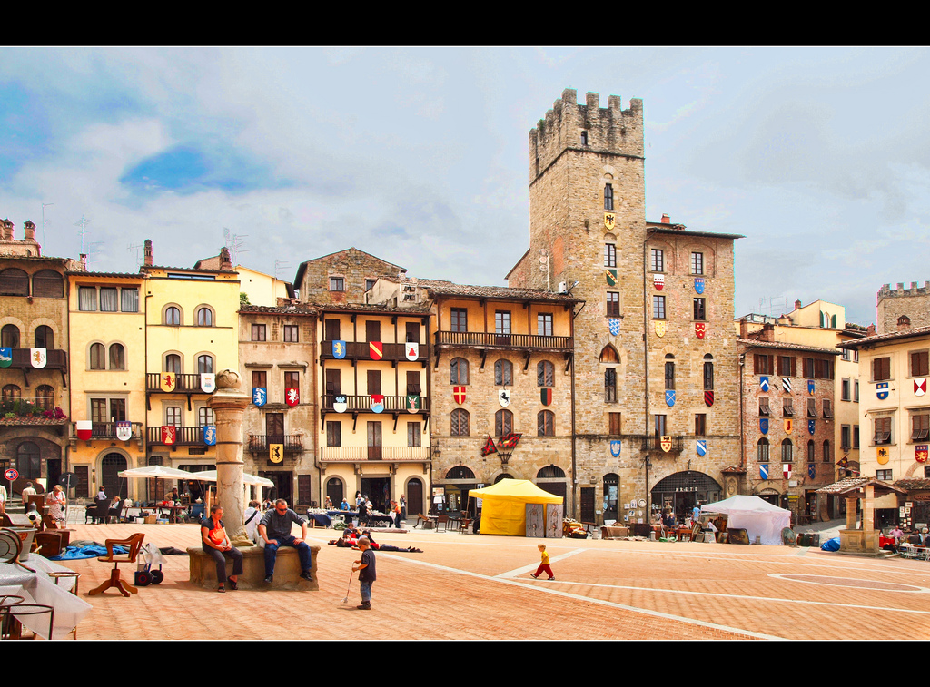 Piazza Grande [Photo Credits: Anguskirk]