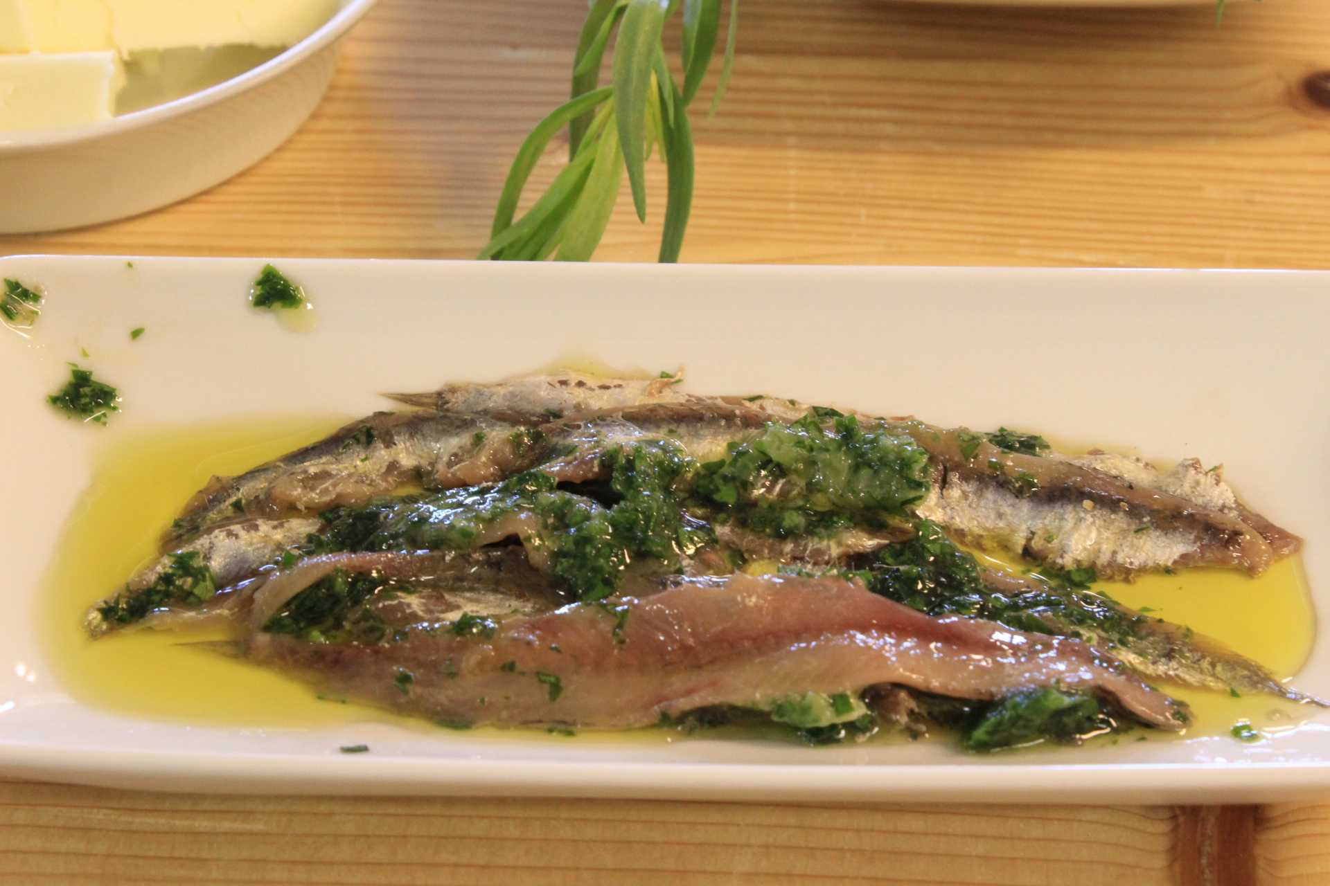 <br />Remove the salt from the anchovies with water and vinegar. Carefully remove the bones and store them in a bowl with olive oil and chopped parsley
